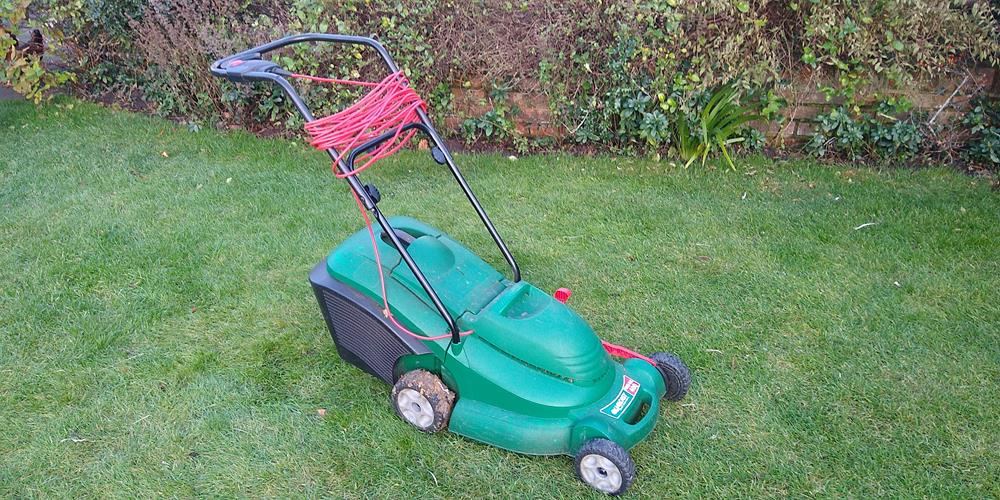 Qualcast 400 Lawnmower - my tool of choice over a garden shredder to mulch leaves
